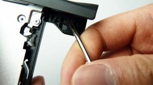 Comment: retirer en toute sécurité le cadre / la façade en plastique du lecteur optique